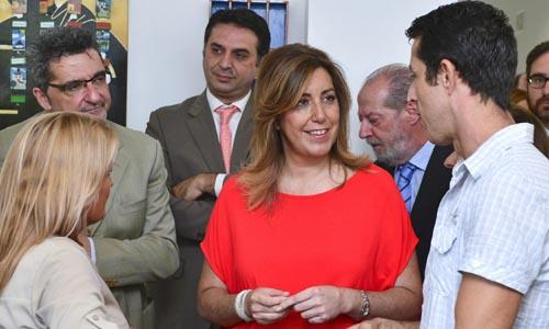 Susana Díaz, durante su visita al nuevo centro polivalente de Proyecto Hombre Sevilla en la localidad sevillana de Alcalá de Guadaíra.