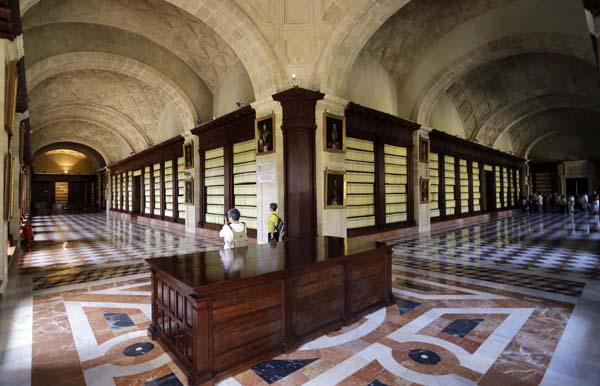 Visita extraordinaria a las cubiertas y sotanos del Archivo de Indias / Foto: José Luis Montero