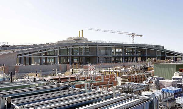 Las obras en el entorno de la Torre Pelli estarán terminadas a finales de 2015. / fotos:  José Luis Montero