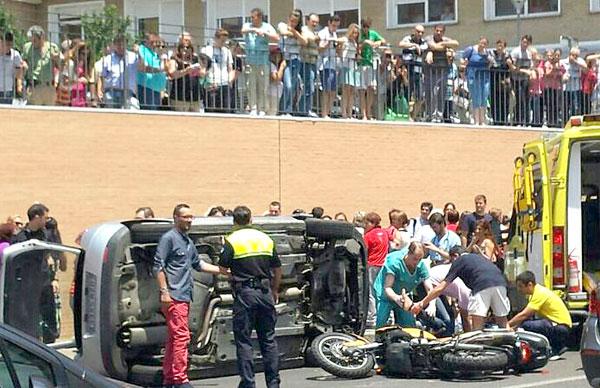 El coche y la moto siniestrados. / @IsmaelFigueroa_ (Twitter)