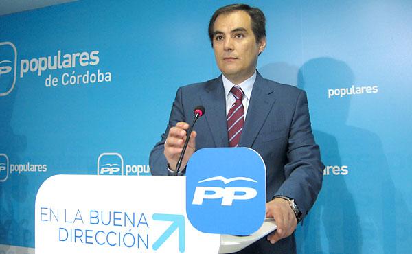 El alcalde de Córdoba, José Antonio Nieto, en una rueda de prensa en la sede del PP. / E.P.