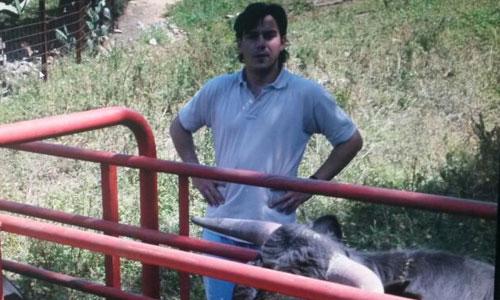 Arturo Hidalgo, en su explotación ganadera. / Foto: El Correo