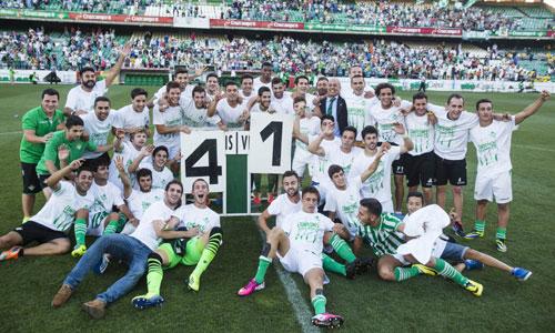 Los jugadores del Betis B tras la victoria. Foto: Carlos Hernández