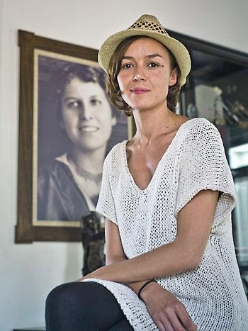 La actriz Tamara Arias, que interpreta a Zenobia Camprubí. / Julián Pérez - EFE