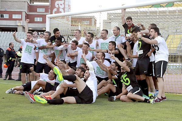 Los jugadores del Córdoba al término del partido. / Ángel Medina (EFE)