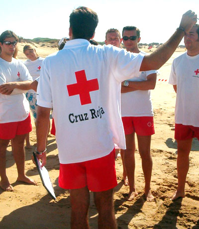 Socorristas y voluntarios velan una nueva temporada por la seguridad de los bañistas. / Cruz Roja