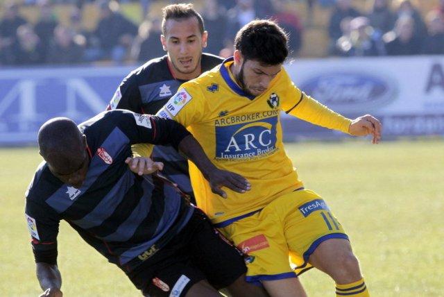 Dani Pacheco (de amarillo), en un partido del Alcorcón / Kike Huesca (EFE)