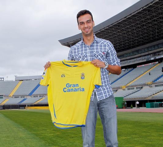 Deivid posa con su camiseta hasta ahora, la de la UD Las Palmas / Sergio Bolaños