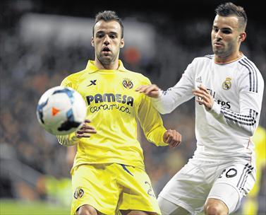 Edu Ramos se enfrenta a Jesé en el partido de Liga entre el Villarreal y el Real Madrid.