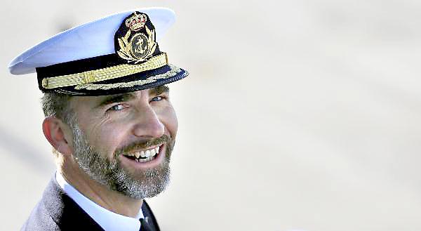 Don Felipe no solo ha cursado carrera académica civil, sino que también ha estado en los tres Ejércitos. / Marcelo del Pozo (Reuters)