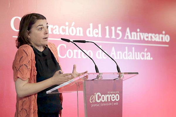 La consejera de Fomento y Vivienda, Elena Cortés, participó ayer en los Diálogos de El Correo donde expuso las políticas que ha puesto en marcha su departamento y sus proyectos futuros. / José Luis Montero