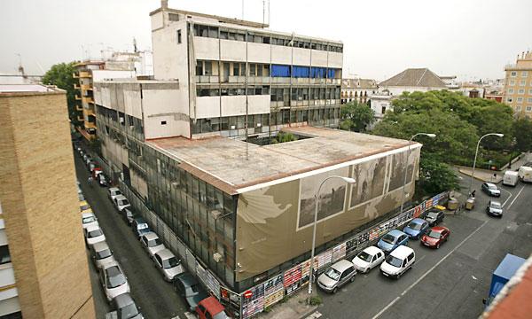 La antigua comisaría de la Gavidia lleva más de diez años sin uso. / Estefanía González