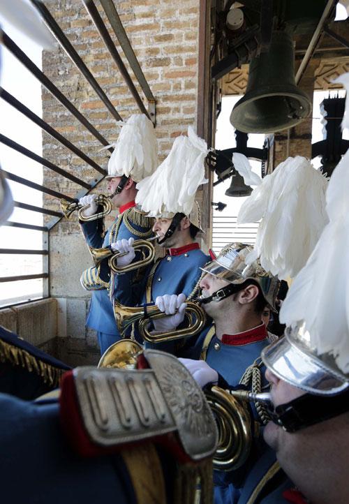Los músicos de la banda de El Sol cumplen con la tradición de las Lágrimas de San Pedro. Foto: José Luis Montero