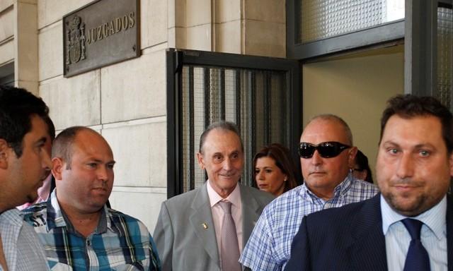 Manuel Ruiz de Lopera sale del juzgado tras comparecer ante la jueza / Ramón Navarro