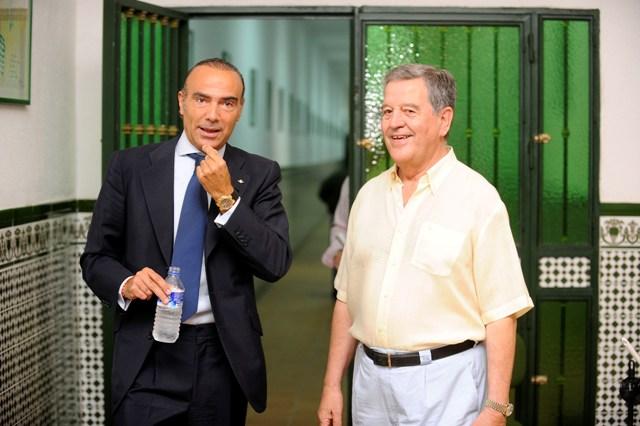 Luis Oliver y Pepe León, en una visita a la ciudad deportiva en 2010 / Kiko Hurtado