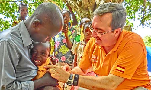 El equipo del doctor Carmona ha vacunado en esta última campaña a 14.000 niños. / Foto: El Correo