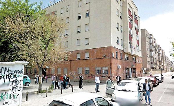 Bloque de viviendas de la barriada granadina de Almanjáyar, donde la Junta actuará.