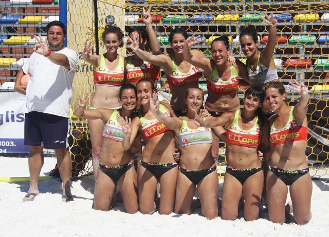 Las 'Gatas' del Balonmano Playa Sevilla, ayer tras ganar en Ciudad Real