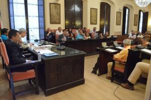 Momento del Pleno de ayer donde se debatió la ampliación de la zona azul. Foto: Salvador Criado