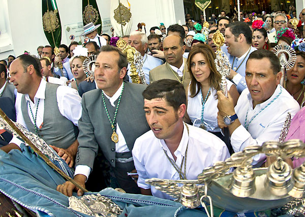 Presentación de la hermandad de Umbrete. Asistió la presidenta de la Junta Susana Díaz. / Foto: EFE - Julián Pérez