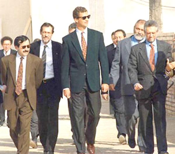 En el centro, un joven Felipe de Borbón visita la pre Expo'92.