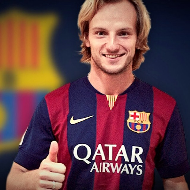 Rakitic, con su nueva camiseta (Foto: FC Barcelona)