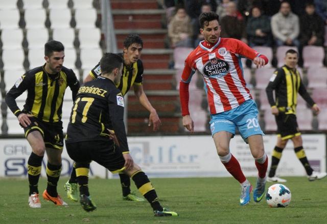 Enzo Rennella (derecha), en el Lugo-Zaragoza de esta temporada / Luisa Portela