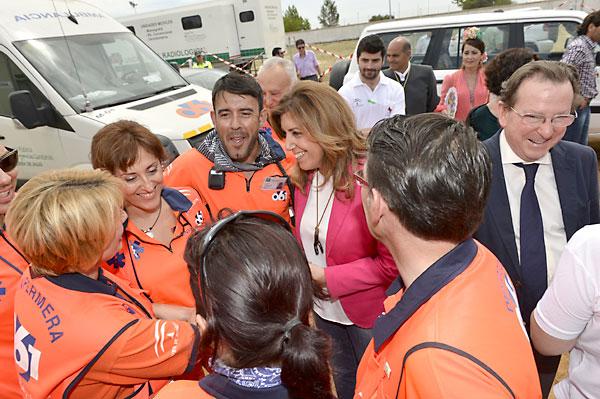 La presidenta de la Junta, Susana Díaz, comprueba el operativo del Plan Aldea en El Rocío. / Foto: PSOE