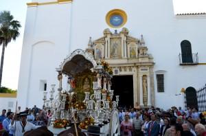 La carreta del simpecado de Utrera a su salido del santuario de la Virgen de Consolación. Foto: Salvador Criado