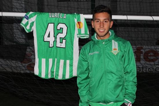 Varela con su camistea del Betis