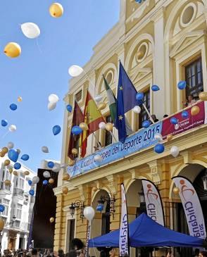 Celebración en la puerta del Consistorio de Chiclana. / El Correo