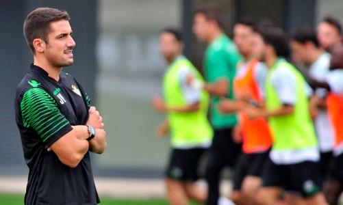 Julio Velázquez ve cómo entrenan sus futbolistas / Tolo Parra