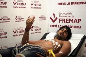 Barbosa pasando el reconocimiento médico con el Sevilla (SFC).