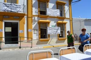 Camas en la calle y pancartas en las ventanas durante la movilización. Foto: El Correo