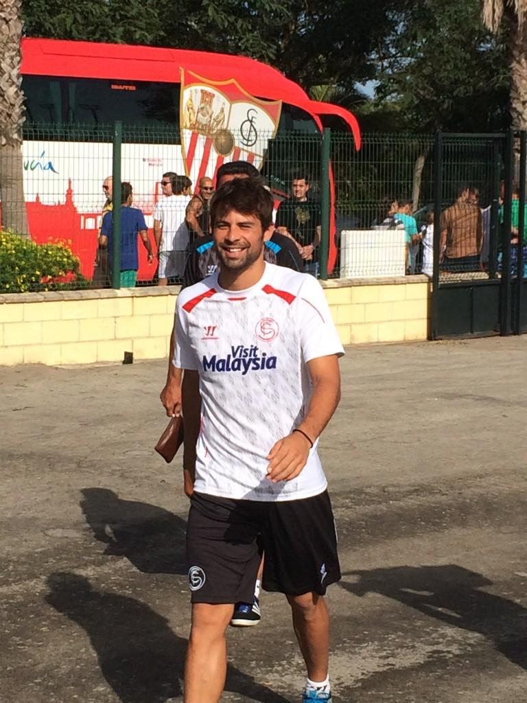El jugador del Sevilla Coke en el entrenamiento (Alberto Fernández).