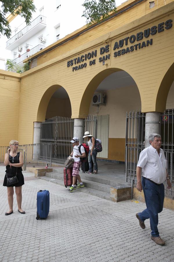 La conservación de la estación de autobuses del Prado es deficiente. / J. M. Espino