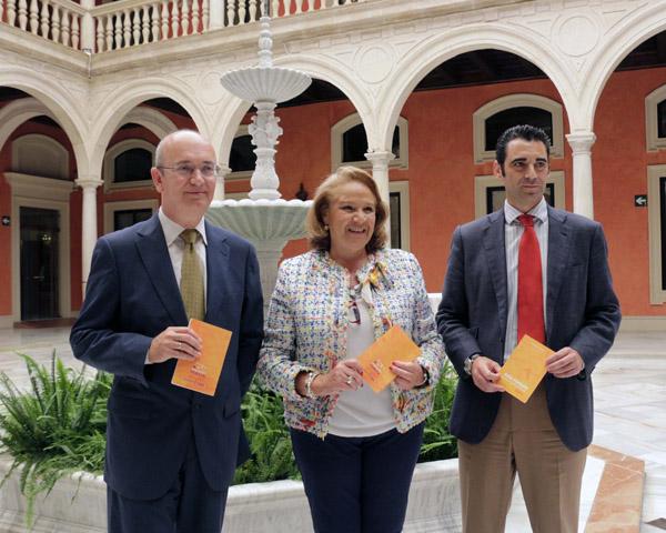 Luis Miguel Pons, Concepción Yoldi y José Castro, ayer en la presentación de la Guía de Emprendedores. / José Luis Montero