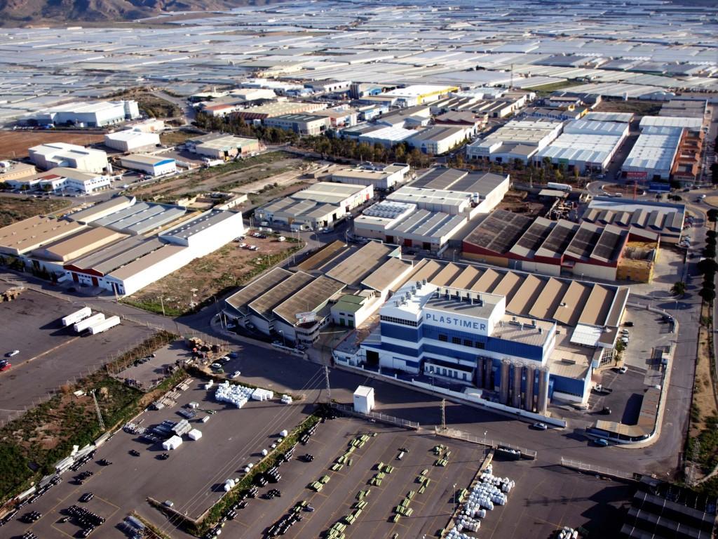 Dos de los tres centros productores de plástico industrial están ubicados en la provincia de Almería. / El Correo