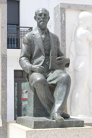 Escultura de Juan Ramón Jiménez en la Plaza del Cabildo / reportaje gráfico: mónica bautista