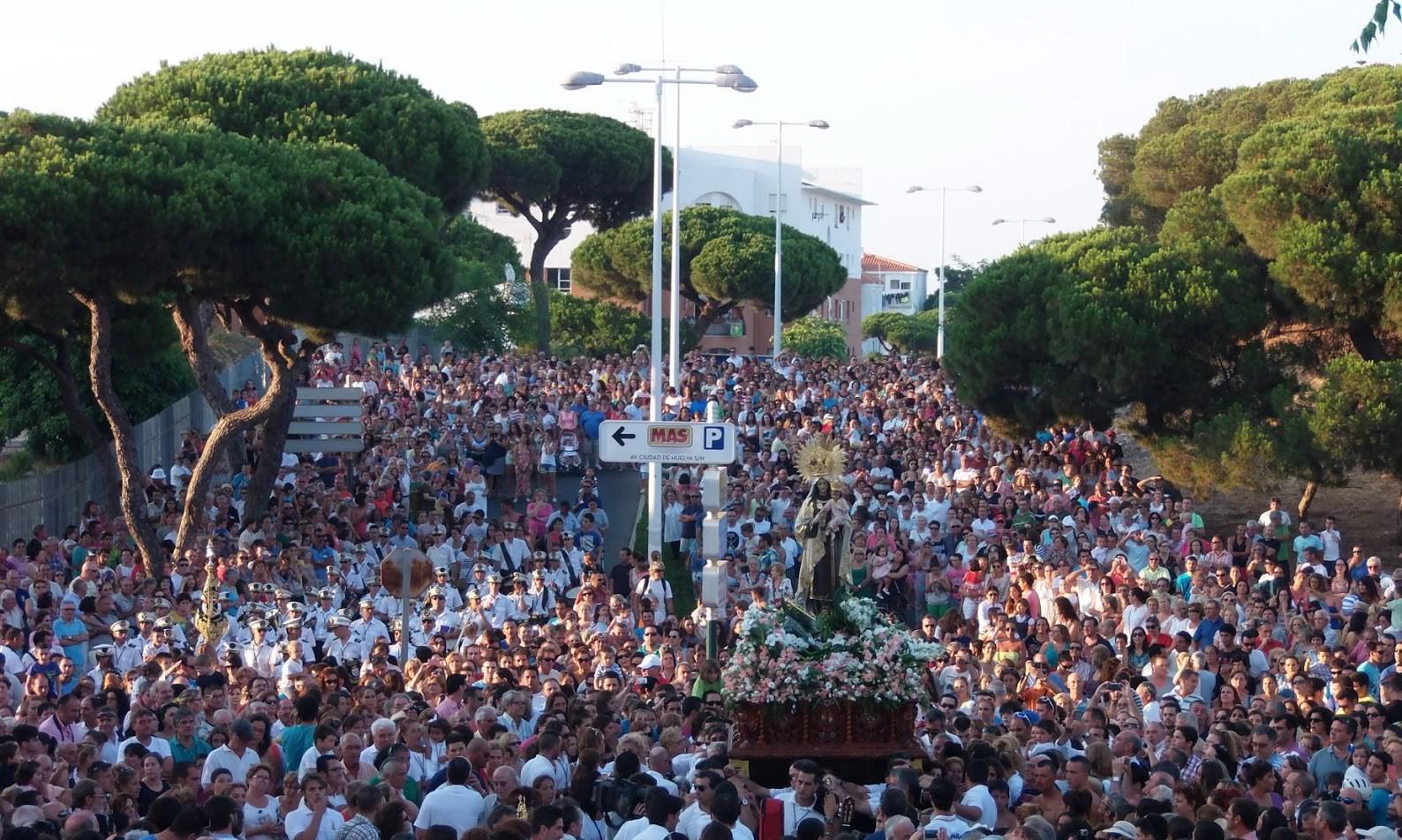 La Virgen del Carmen procesiona en Punta Umbría