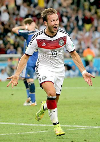 Mario Goetze celebrando el gol de la victoria. / EFE
