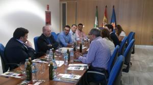 El presidente de la Diputación, Fernando Rodríguez Villalobos, junto a los alcaldes. Foto: H. Peña