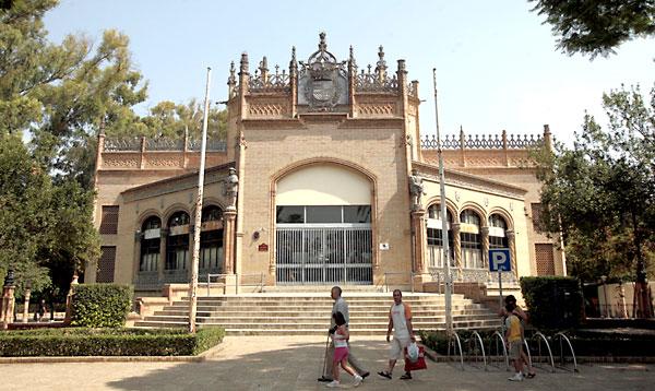 El cine de verano se ubicará en la parte trasera del Pabellón Real (en la imagen). / Antonio Acedo.