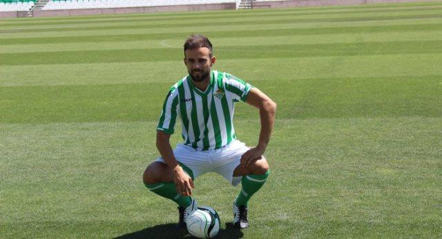 Molinero, durante su presentación como jugador bético. / Real Betis.
