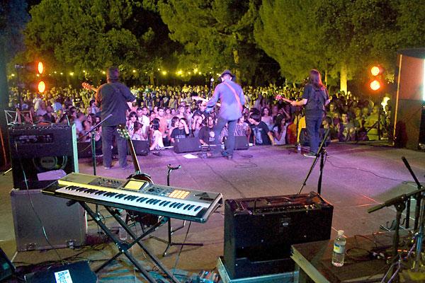 Uno de los conciertos de los Veranillos del Alamillo. / El Correo