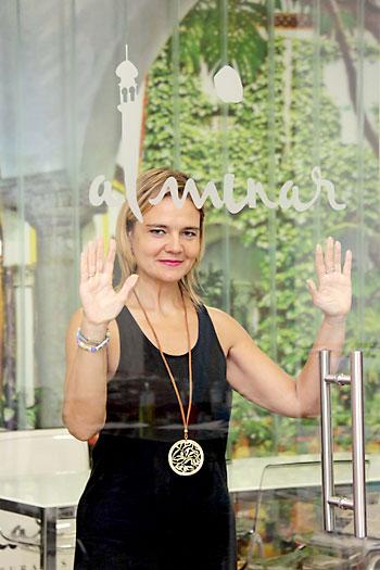 Elena Luque, directora de Alminar, en las oficinas de la empresa, en la calle Faustino Álvarez. / José Luis Montero