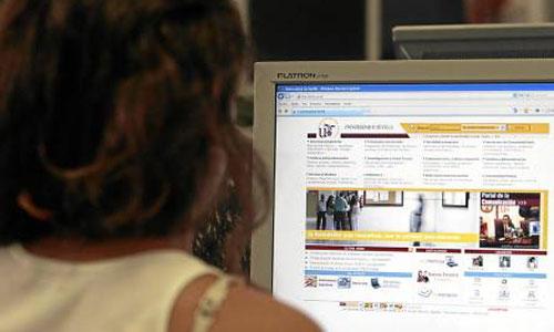En Andalucía, siete de cada diez hogares tiene cobertura para conectarse a internet a una velocidad de 10 megas. / Foto: Javier Díaz