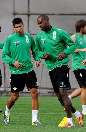 Juanfran, Paulao y Verdú, entre otros, corren durante un entrenamiento / Kiko Hurtado
