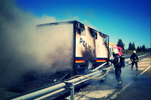camion caballos ardiendo