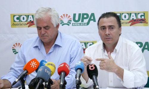 Los secretarios generales de COAG y UPA Andalucía, Miguel López y Agustín Rodríguez, respectivamente, ayer. / Foto: El Correo